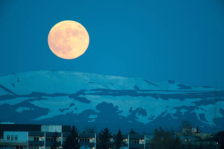 Supermoon 2012 over Reykjavik