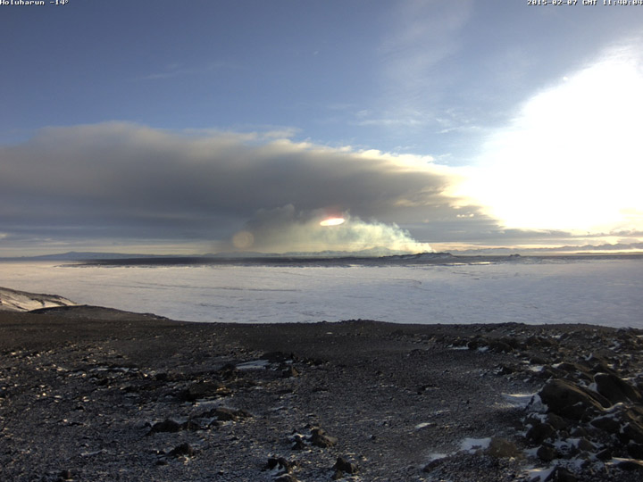 150207 holuhraun webcam