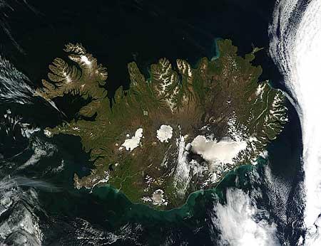 Island Modis wolkenlos image08152011 500m kl